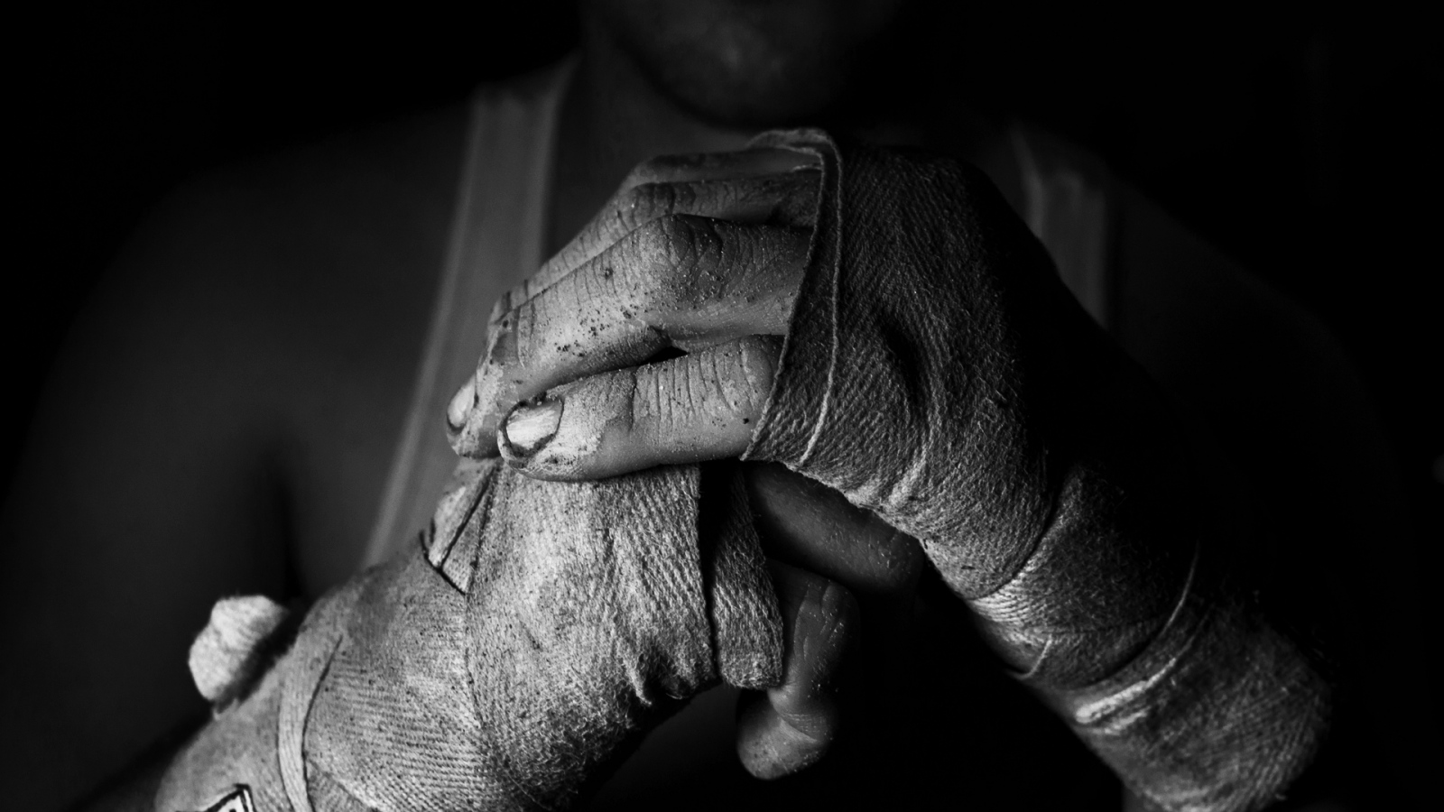 Hand fighter bandages bw 99142 1600x900